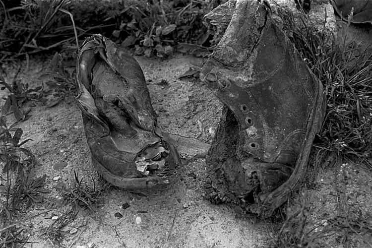 KOS_Schuhe nach Massaker