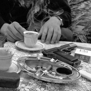 Kaffee und Pistole
